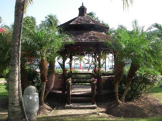 Pineapple Beach Club Antigua - All Inclusive: the garden gazebo