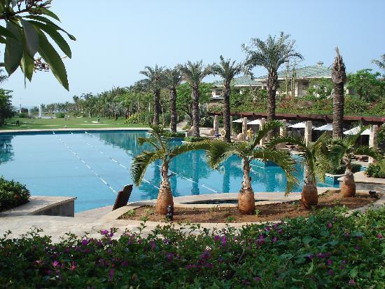 Howard Johnson Resort Sanya Bay: Swimming pool