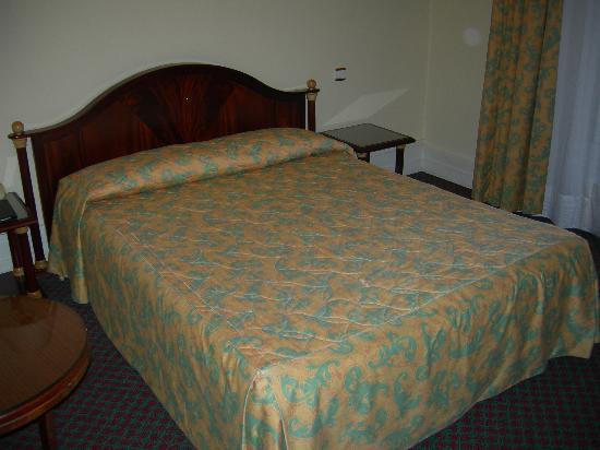B4 Lyon: Room 1