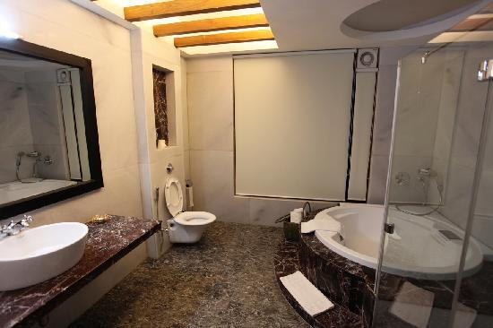 IORA - The Retreat,Kaziranga: A luxurious bathroom in the suite of Hotel Iora, The Retreat at Kaziranga National Park, Assam,