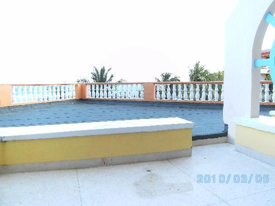 Sol Rio de Luna y Mares: large rooftop patio off 2044 directly over Mares pool
