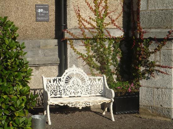 Abbeyville House: Sit for a while
