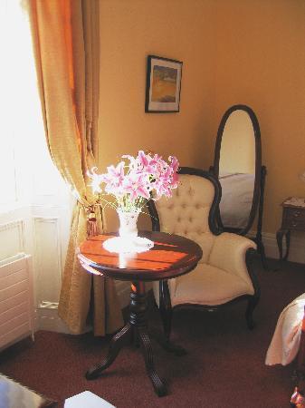 Abbeyville House: bedroom