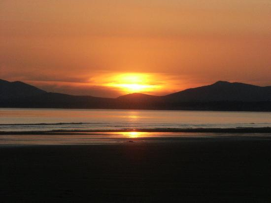 Frondeg Guest House: Sunset on Harlech Beach