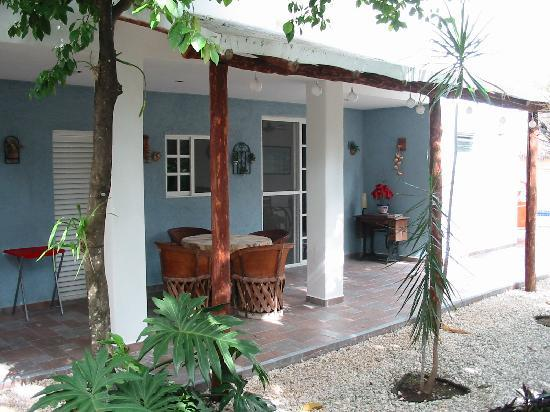 Villa Escondida Cozumel Bed and Breakfast: The breakfast area