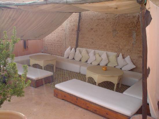 Riad Dar Nimbus: détente sous la tente caïdale
