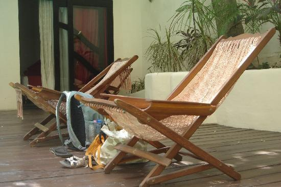 Kinbe Hotel: Hammock Chairs in Quiet Pool Area