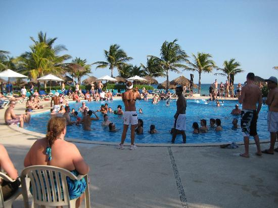 Catalonia Riviera Maya: Pool Activities