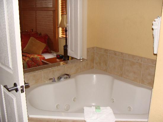 Floridays Resort: Master Bathroom