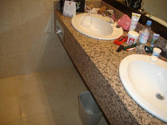 Hotel Riu Santa Fe: Sinks