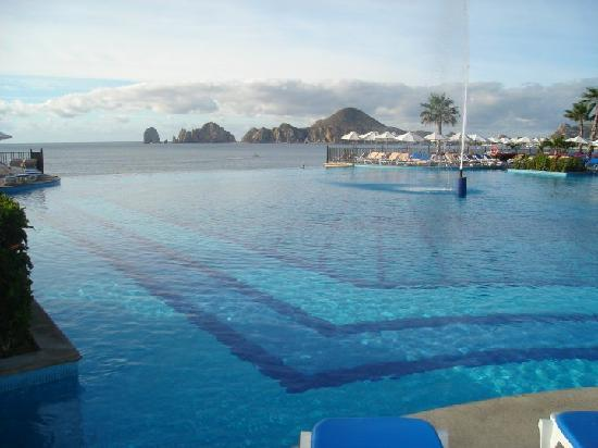 Hotel Riu Santa Fe: One of the Infinity Pools