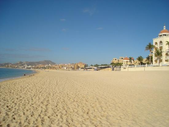 Hotel Riu Santa Fe: The beach early morning