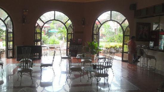 Ormoc Villa Hotel: エントランス