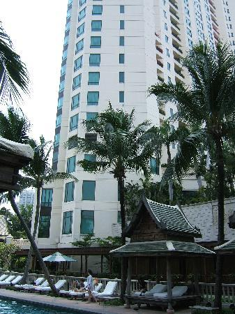 The Peninsula Bangkok: View of the hotel from the pool