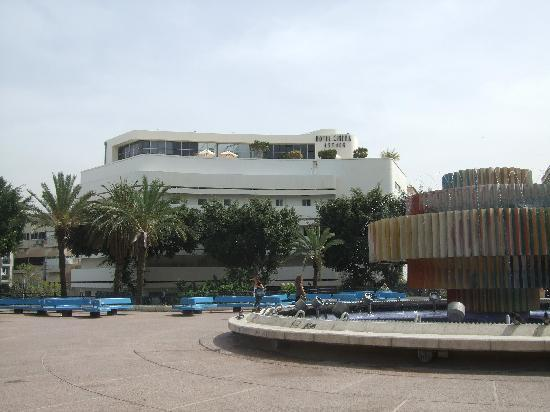 Cinema Hotel Tel Aviv - an Atlas Boutique Hotel: View of hotel across Dizengoff Square