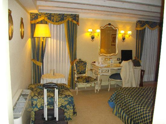 Hotel Antiche Figure: Another room pic