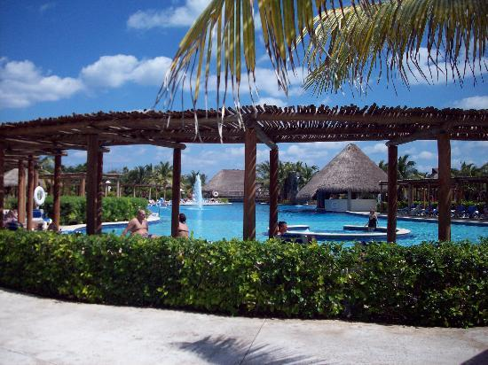 Valentin Imperial Riviera Maya: View of the Pool