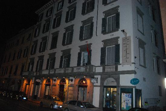 Royal Victoria Hotel: Facade
