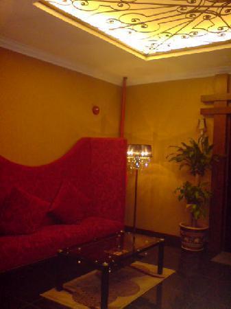 Hotel Rae: Lobby