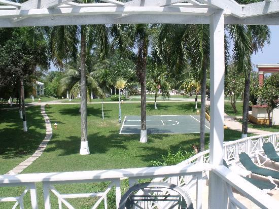 Sandals Ochi Beach Resort: Manor Side