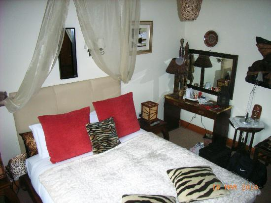 Bunratty Castle Mews: African room