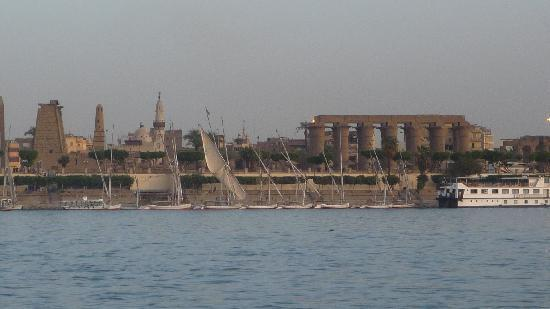 Desert Paradise Lodge: The Nile and Luxor in the background