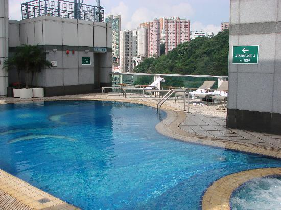 Metropark Hotel Causeway Bay Hong Kong: The great rooftop pool - a head for heights is needed