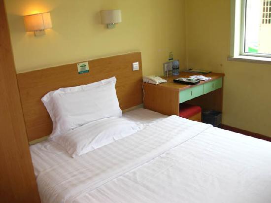 Zhong An Hotel: Bed