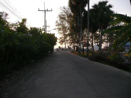 Andaman Seaview Hotel: Weg zum Strand