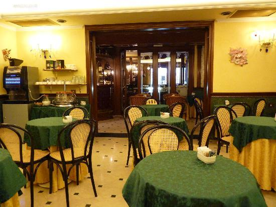 Hotel Violino d'Oro: Vue de la salle Pt déjeuner.