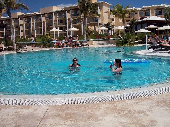 Now Jade Riviera Cancun: The Pool