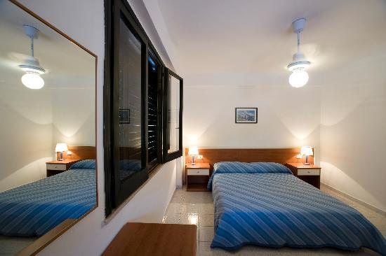 Vulcano Blu Residence: camera matrimoniale