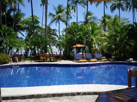 Tambor Tropical Beach Resort: pool side
