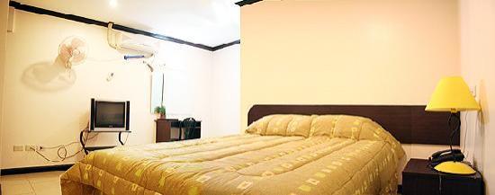 La Guardia Hotel: LGH Standard Room (double)