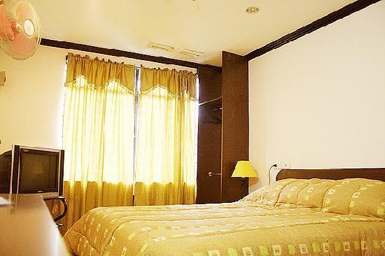 La Guardia Hotel: LGH Deluxe Room (double)