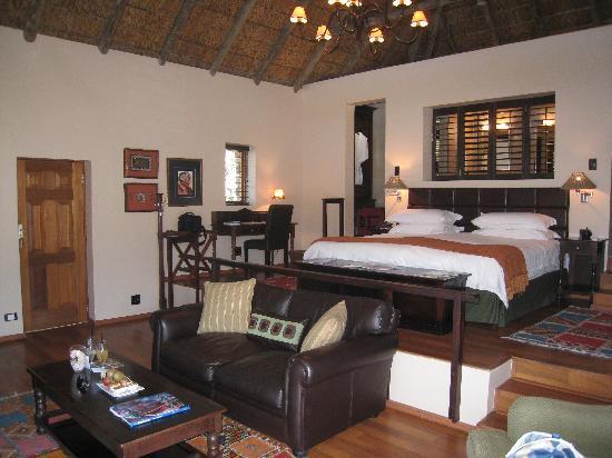 Kichaka Luxury Game Lodge: the Coral suite