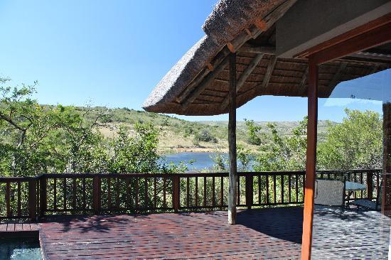 Kichaka Luxury Game Lodge: overlooking the waterhole