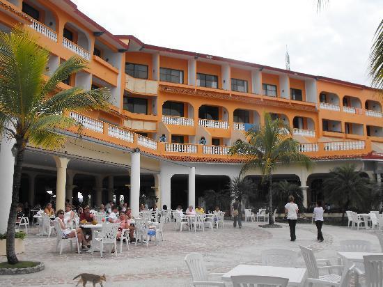 Sol Rio de Luna y Mares: resort lobby/pool