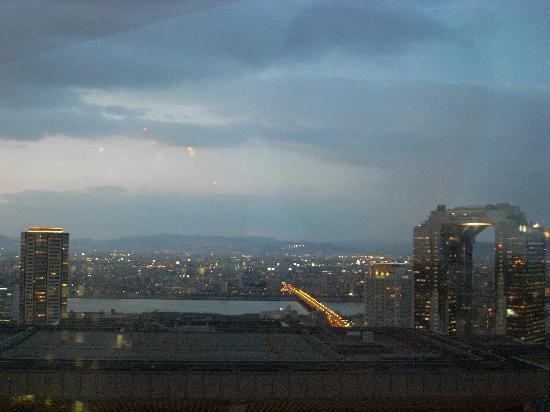 The Ritz-Carlton, Osaka: 31階客室からの眺望