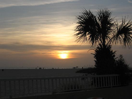 Trade Winds Motel: Gulf Coast sunset from the patio