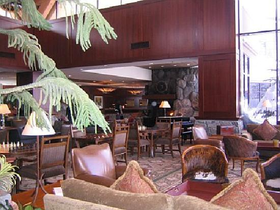 Resort at Squaw Creek: inside the lobby