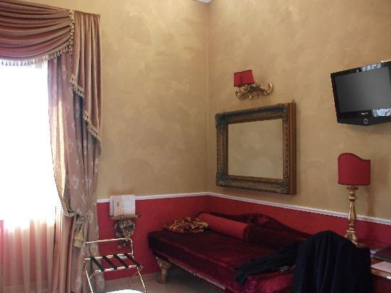 Hotel Romanico Palace: Other side of the room