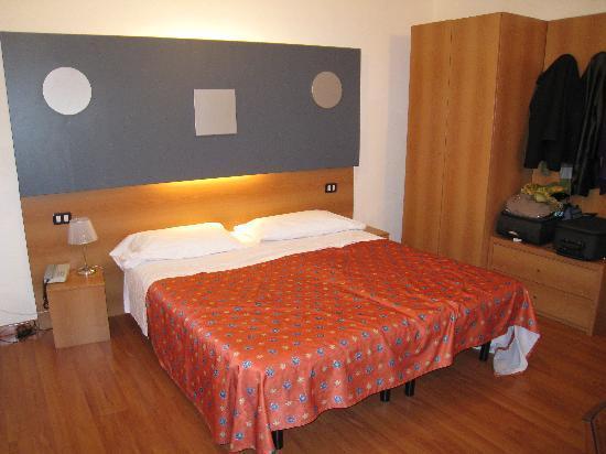 Hotel San Remo: Nuestra habitacion matrimonial