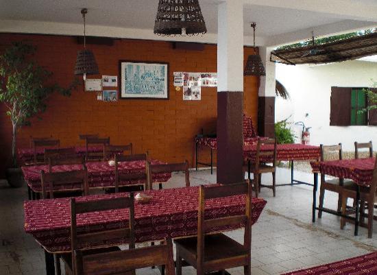 Hôtel le Perroquet : the restaurant