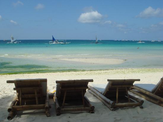 Boracay Beach Resort : sun bathing area