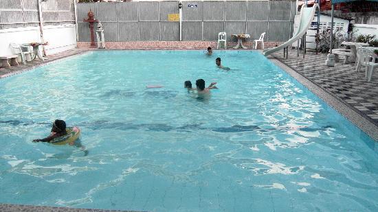 Sherwood House: La piscine, ouverte aux gens extérieurs de la guesthouse