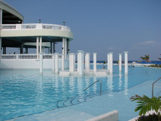 Grand Palladium Jamaica Resort & Spa: Jamaica Pool Side
