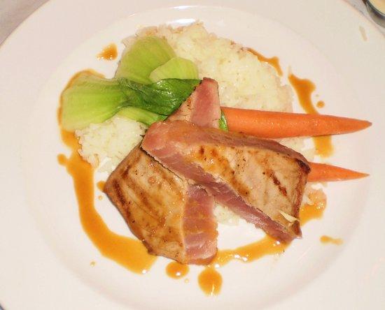 Hi Life Restaurant: Tuna Steak