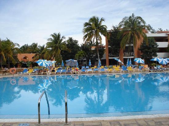 Hotel Roc Barlovento: Poolside