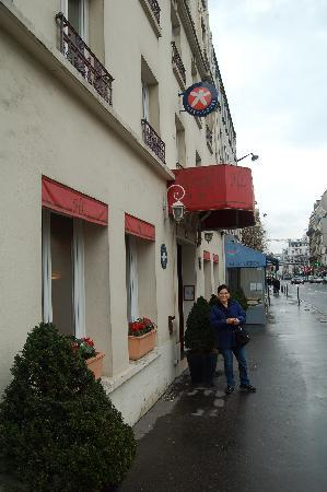 Hotel Lecourbe: View from the Street